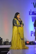 Bharti Singh on ramp for Wellingkar_s 2611 tribute in Matunga, Mumbai on 26th Nov 2014 (10)_5476c7235383f.JPG