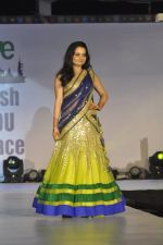 Giaa Manek on ramp for Wellingkar_s 2611 tribute in Matunga, Mumbai on 26th Nov 2014 (58)_5476c73bb824f.JPG