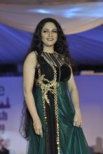 Gracy Singh on ramp for Wellingkar_s 2611 tribute in Matunga, Mumbai on 26th Nov 2014 (21)_5476c74624ee6.JPG