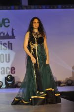 Gracy Singh on ramp for Wellingkar_s 2611 tribute in Matunga, Mumbai on 26th Nov 2014 (23)_5476c748333d3.JPG