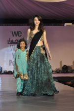 Saumya Tandon on ramp for Wellingkar_s 2611 tribute in Matunga, Mumbai on 26th Nov 2014 (28)_5476c807a47ca.JPG
