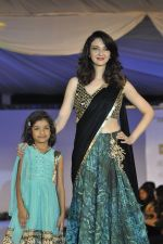 Saumya Tandon on ramp for Wellingkar_s 2611 tribute in Matunga, Mumbai on 26th Nov 2014 (29)_5476c808990b0.JPG