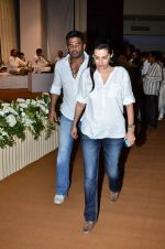Sunil Shetty, Mana Shetty at Murli Deora_s prayer meet in Nariman on 27th Nov 2014 (43)_5478383671c37.JPG