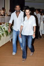 Sunil Shetty, Mana Shetty at Murli Deora_s prayer meet in Nariman on 27th Nov 2014 (45)_5478383754026.JPG