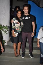 Arpita Khan snapepd with Ayush in Olive, Mumbai on 28th Nov 2014 (5)_54799ab8ed5b5.JPG