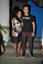 Arpita Khan snapepd with Ayush in Olive, Mumbai on 28th Nov 2014 (6)_54799abb0b42d.JPG