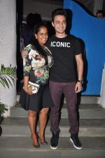 Arpita Khan snapepd with Ayush in Olive, Mumbai on 28th Nov 2014 (8)_54799ac863069.JPG