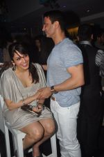 Isha Koppikar, Timmy Narang snapped in Bandra, Mumbai on 29th Nov 2014 (11)_547c2f9a8946e.JPG