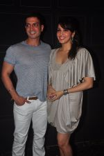 Isha Koppikar, Timmy Narang snapped in Bandra, Mumbai on 29th Nov 2014 (13)_547c2ff3ed928.JPG