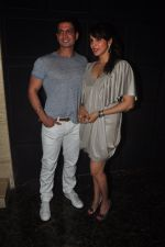 Isha Koppikar, Timmy Narang snapped in Bandra, Mumbai on 29th Nov 2014 (16)_547c2f9b68639.JPG