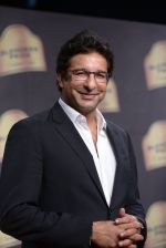 Wasim Akram walk the ramp for Suneet Verma for Blenders with jewels by Azva on 29th Nov 2014 (150)_547c4a366179a.JPG