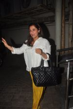 Dimple Kapadia snapped at PVR in mumbai on 1st Dec 2014 (6)_547d621e31a0f.JPG
