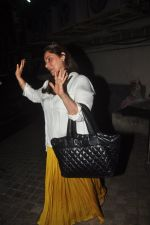 Dimple Kapadia snapped at PVR in mumbai on 1st Dec 2014 (7)_547d621f0a53d.JPG