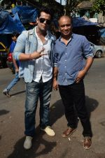 Vikram Singh, Vipin Sharma visit Kamathipura for HIVAIDS awareness on World AIDS Day in Mumbai on 1st Dec 2014 (14)_547d61a2a8668.JPG