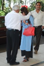 Rani Mukherjee snapped at airport  in Mumbai on 2nd dec 2014 (58)_547eb33fc3dc8.JPG