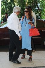 Rani Mukherjee snapped at airport  in Mumbai on 2nd dec 2014 (60)_547eb3423f8d6.JPG