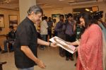 Bindiya Goswami at Amol Palekar_s painting exhibition in Mumbai on 7th Dec 2014 (21)_5485b2cc64328.JPG