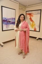 Bindiya Goswami at Amol Palekar_s painting exhibition in Mumbai on 7th Dec 2014 (24)_5485b37346e2d.JPG