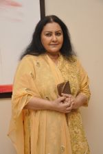 Vidya Sinha at Amol Palekar_s painting exhibition in Mumbai on 7th Dec 2014 (41)_5485b3f9d48dc.JPG