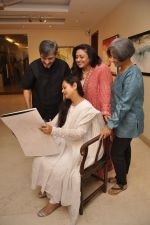 Zarina Wahab, Bindiya Goswami, Amol Palekar,  Sandhya Ghokle at Amol Palekar_s painting exhibition in Mumbai on 7th Dec 2014 (14)_5485b2d5a5200.JPG