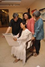 Zarina Wahab, Bindiya Goswami, Amol Palekar,  Sandhya Ghokle at Amol Palekar_s painting exhibition in Mumbai on 7th Dec 2014 (13)_5485b37543b45.JPG