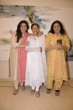 Zarina Wahab, Bindiya Goswami, Vidya Sinha at Amol Palekar_s painting exhibition in Mumbai on 7th Dec 2014 (2)_5485b3dc53c17.JPG
