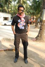 Deepraj Rana On location of Gun Pe Done in Madh on 8th Dec 2014 (16)_5486bb0e96da5.JPG