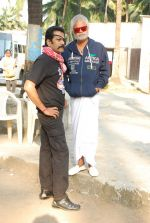 Deepraj Rana, Sanjay Mishra On location of Gun Pe Done in Madh on 8th Dec 2014 (11)_5486bb138a648.JPG
