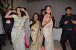 Sarita Joshi, Purbi Joshi at Purbi Joshi Wedding in Mumbai on 8th Dec 2014 (143)_5486bdaeb16ed.JPG