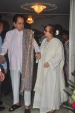 Dilip Kumar with Saira Banu snapped as he gets discharged from hospital in Mumbai on 11th Dec 2014 (63)_548aac1bb3e93.JPG