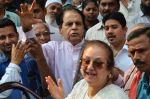 Dilip Kumar with Saira Banu snapped as he gets discharged from hospital in Mumbai on 11th Dec 2014 (74)_548aac1cc33e3.JPG