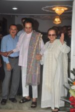 Dilip Kumar with Saira Banu snapped as he gets discharged from hospital in Mumbai on 11th Dec 2014 (52)_548aabc00cd97.JPG