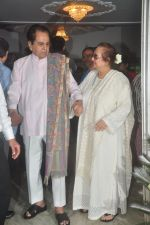 Dilip Kumar with Saira Banu snapped as he gets discharged from hospital in Mumbai on 11th Dec 2014 (64)_548aabc587f5e.JPG