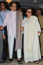 Dilip Kumar with Saira Banu snapped as he gets discharged from hospital in Mumbai on 11th Dec 2014 (86)_548aac2244462.JPG