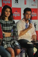 Anushka Sharma, Aamir Khan at PK game launch in Reliance Digital, Mumbai on 12th Dec 2014  (165)_548c25554be38.JPG