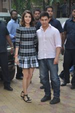 Anushka Sharma, Aamir Khan at PK game launch in Reliance Digital, Mumbai on 12th Dec 2014  (199)_548c255998c36.JPG