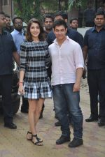 Anushka Sharma, Aamir Khan at PK game launch in Reliance Digital, Mumbai on 12th Dec 2014  (201)_548c255ac7573.JPG