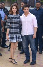 Anushka Sharma, Aamir Khan at PK game launch in Reliance Digital, Mumbai on 12th Dec 2014  (216)_548c256009390.JPG