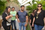 Sunil Shetty, Mana Shetty at Shaan Khanna_s Spicysangria exhibition in R House, Mumbai on 13th Dec 2014 (18)_548e9e384c1ac.JPG