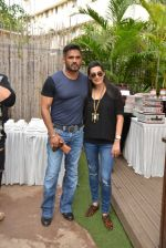Sunil Shetty, Mana Shetty at Shaan Khanna_s Spicysangria exhibition in R House, Mumbai on 13th Dec 2014 (22)_548e9e3a5dafb.JPG