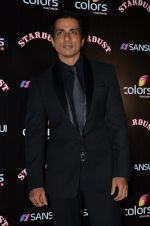 Sonu Sood at Sansui Stardust Awards red carpet in Mumbai on 14th Dec 2014 (810)_548fd28e162a7.JPG