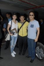 Aamir Khan, Anushka Sharma, Vidhu Vinod Chopra return from Dubai in Mumbai Airport on 16th Dec 2014 (21)_54913273072c7.JPG