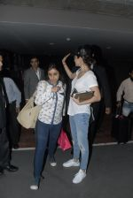 Anushka Sharma return from Dubai in Mumbai Airport on 16th Dec 2014 (18)_5491327588cec.JPG