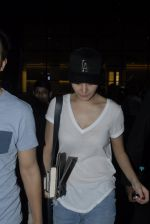 Anushka Sharma return from Dubai in Mumbai Airport on 16th Dec 2014 (20)_54913276abab0.JPG