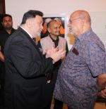 Rishi Kapoor, Shyam Benegal at Deepak Shinde_s Colourful Crossings Preview in Mumbai on 23rd Dec 2014 (35)_549a8e7398dc0.JPG