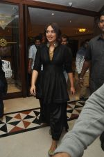 Sonakshi sinha in Hyderabad on 23rd Dec 2014 (5)_549a8bf67df2c.JPG