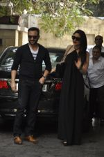 Kareena Kapoor, Saif Ali Khan at The Kapoors Christman Lunch Get-together  in Mumbai on 25th Dec 2014 (66)_549d43bad4024.JPG