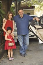 Riddhima Kapoor, Rishi kapoor at The Kapoors Christman Lunch Get-together  in Mumbai on 25th Dec 2014 (27)_549d44335213b.JPG