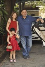 Riddhima Kapoor, Rishi kapoor at The Kapoors Christman Lunch Get-together  in Mumbai on 25th Dec 2014 (29)_549d442398098.JPG