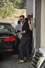 Saif Ali Khan at The Kapoors Christman Lunch Get-together  in Mumbai on 25th Dec 2014 (67)_549d43cca53e2.JPG